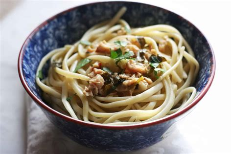 Lighter Linguine with White Clam Sauce - Everyday Eileen